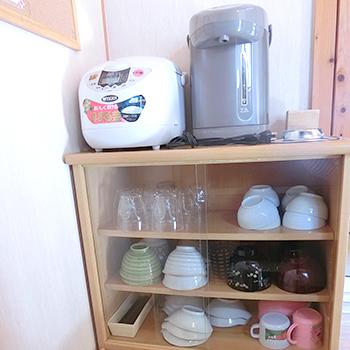 8名様用コテージ炊飯器・ポット・食器棚