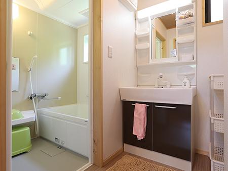 12名様用コテージ洗面・浴室