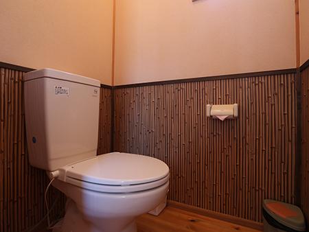 8名様用コテージトイレ